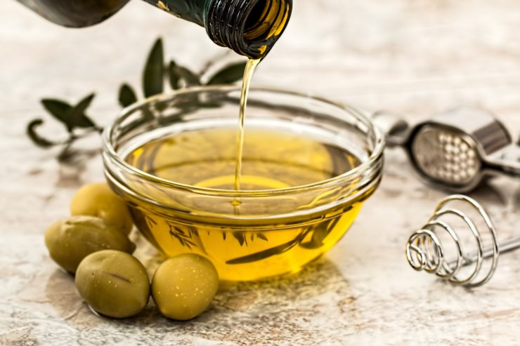 olive-oil-for-home-made-cosmetics