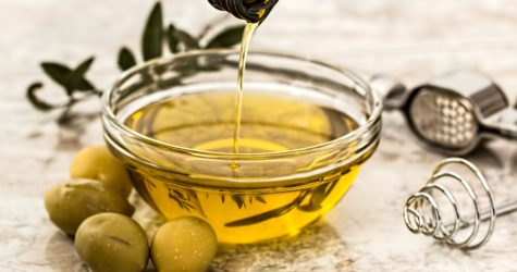 olive-oil-in-home-made-cosmetics